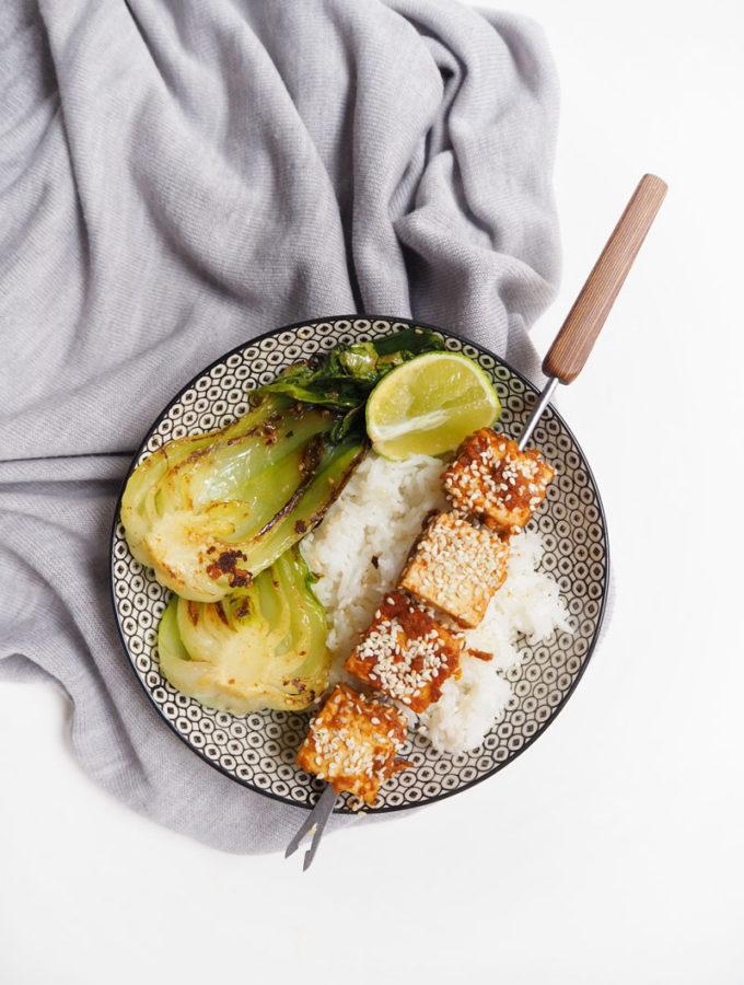 Křupavé tofu v pálivé arašídové marinádě