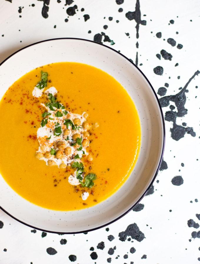 Mrkvová polévka se zázvorem a červenou čočkou